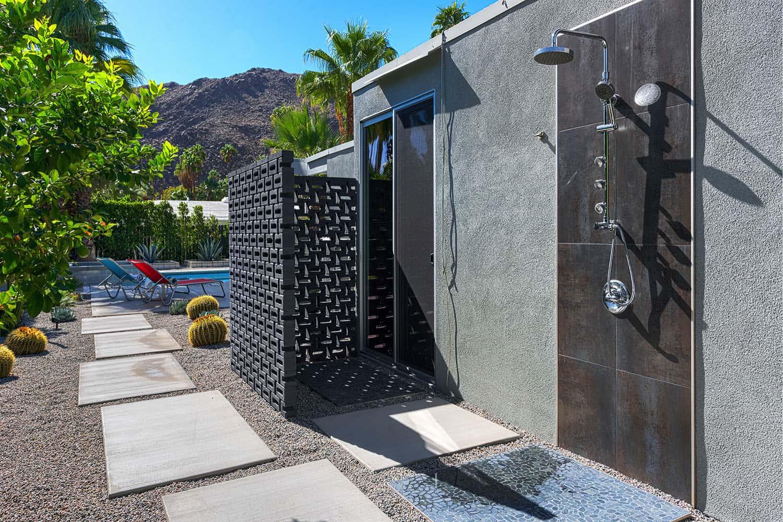 douche-exterieure-patio-milieu-du-siècle