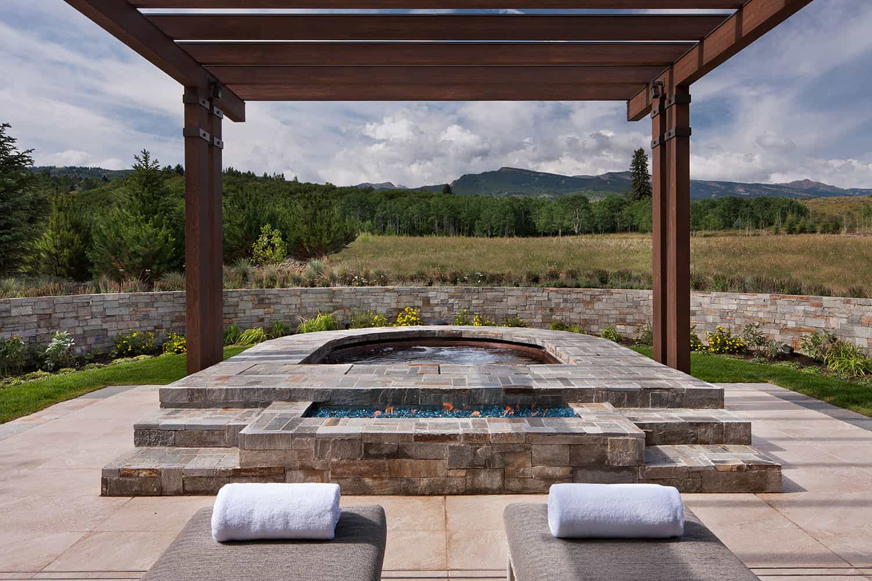 patio-bain-tourbillon-contemporain-montagnard