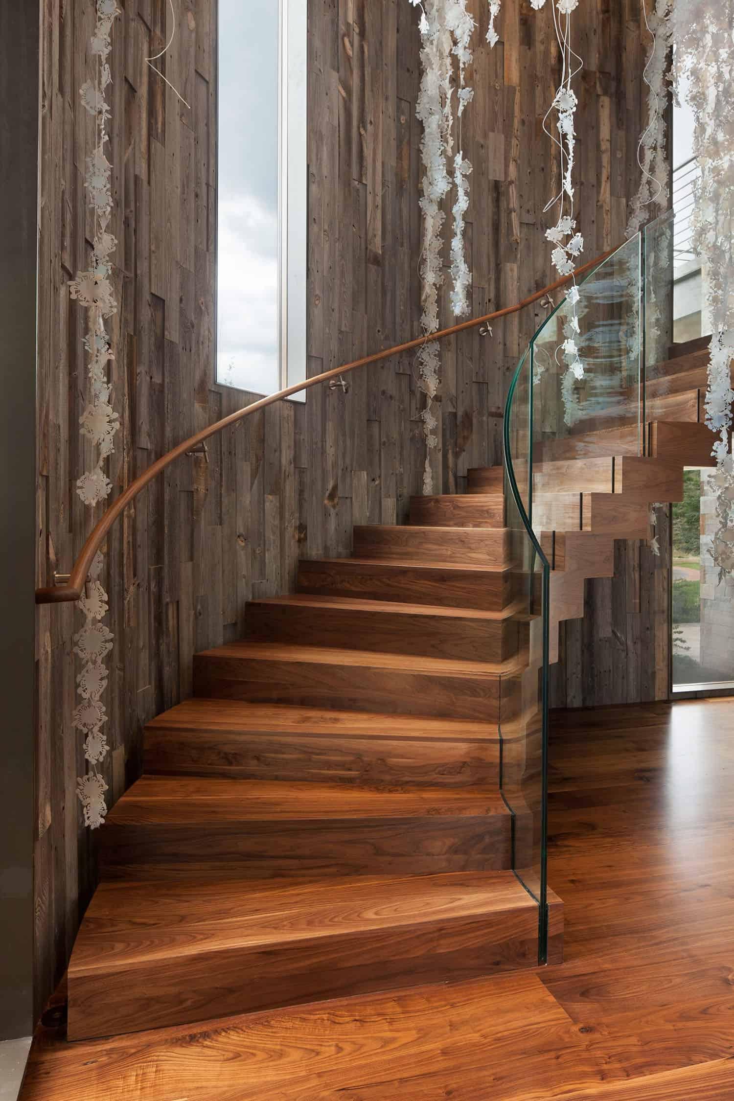 escalier-contemporain-de-montagne