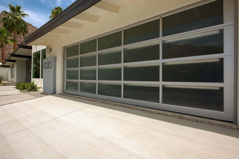garage moderne du milieu du siècle