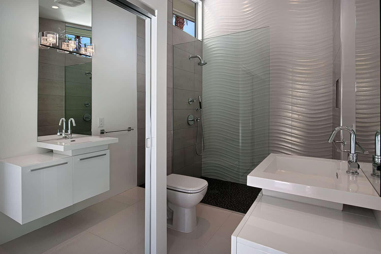 salle de bain moderne du milieu du siècle