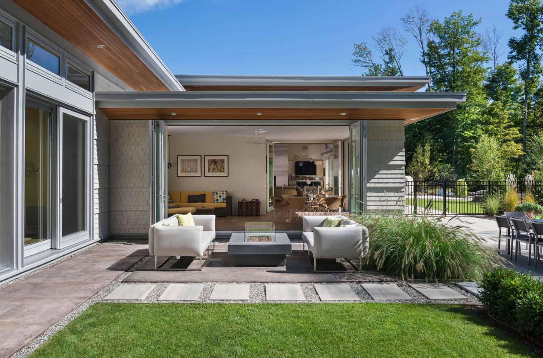 maison-moderne-patio-contemporain