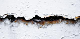 réparer les fissures dans le mur