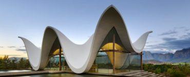 L'architecture contemporaine moderne des lieux de mariage inspire des idées d'invitation de mariage uniques