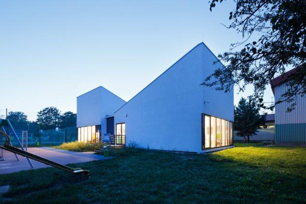 Projet de maternelle modulaire par Franta Group à Cracovie, Pologne