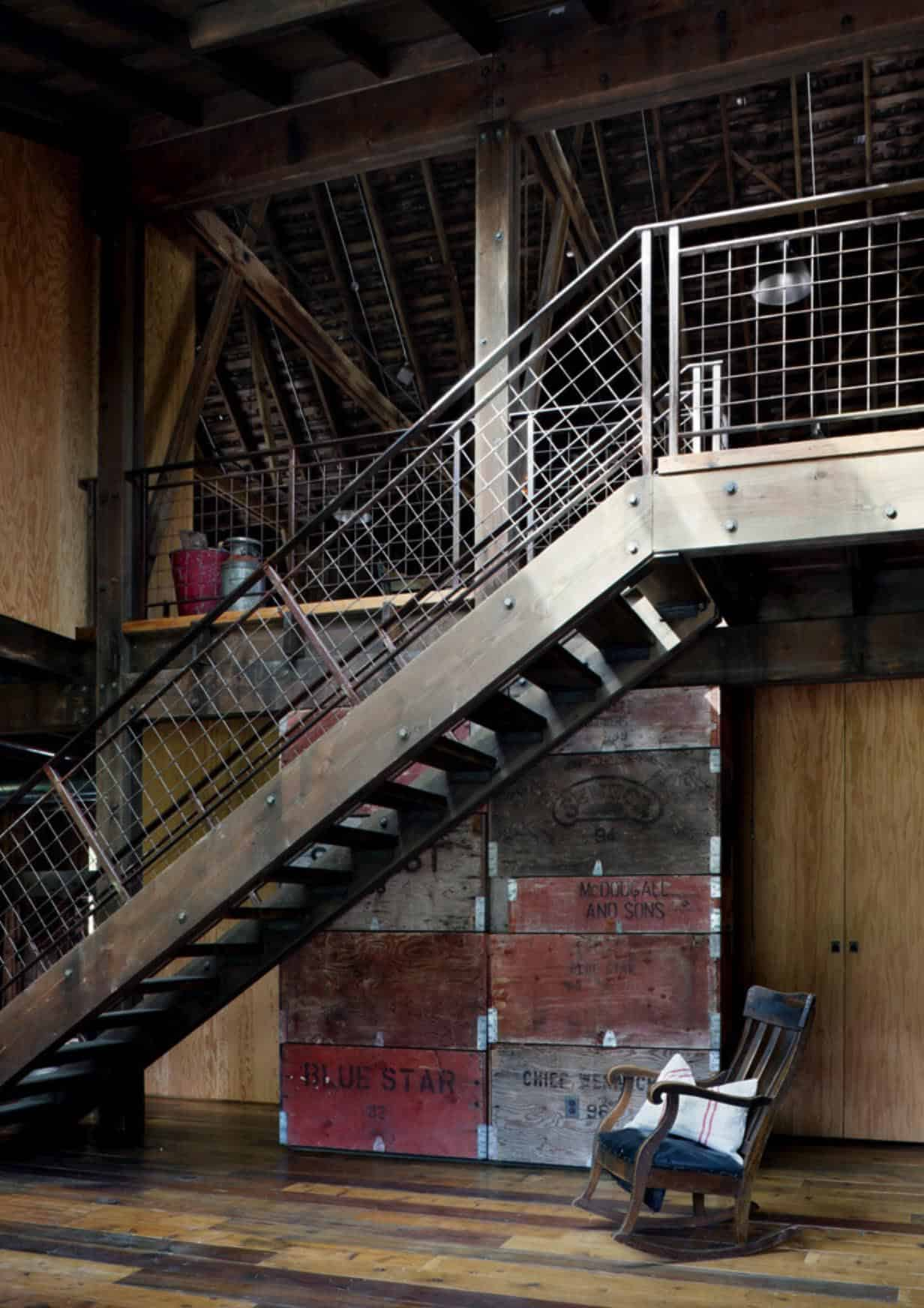 grange-rustique-escalier