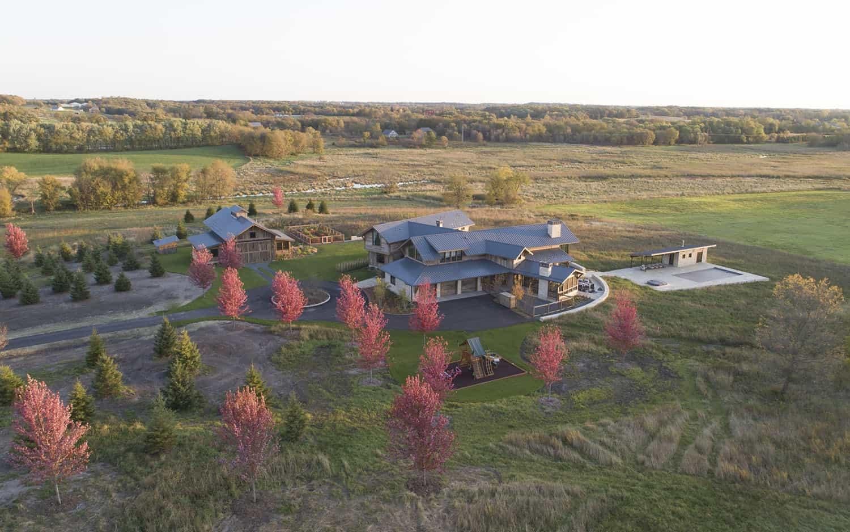moderne-rustique-maison-extérieur-ariel-view