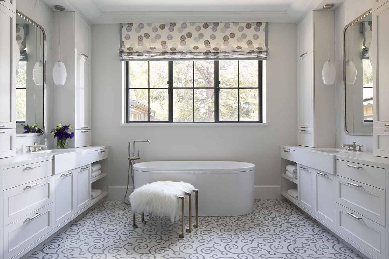 salle de bain principale de style transitionnel