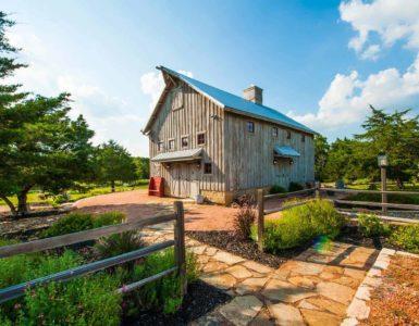 barn-farmhouse-exterior