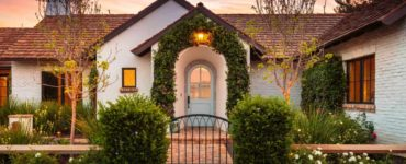 rustic-french-cottage-entry
