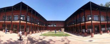 Centre commercial NSSA Chipinge par Pantic Architects