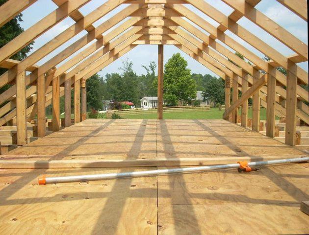 Construire un toit sur la terrasse d'une maison : un guide simple étape par étape