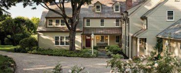 courtyard-entry-farmhouse-exterior