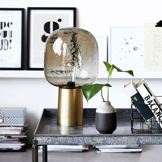 La plus belle lampe en laiton avec laquelle vous devriez décorer