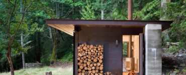 small-modern-cabin-exterior