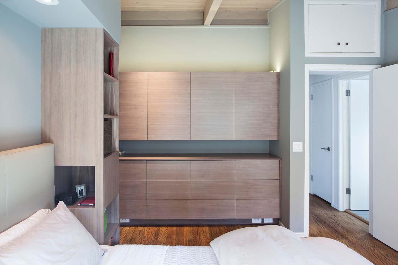 chambre-marron-et-kaufman-remodeler-mid-century