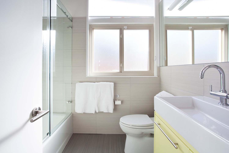 salle de bain-brun-et-kaufman-remodeler-mi-siècle