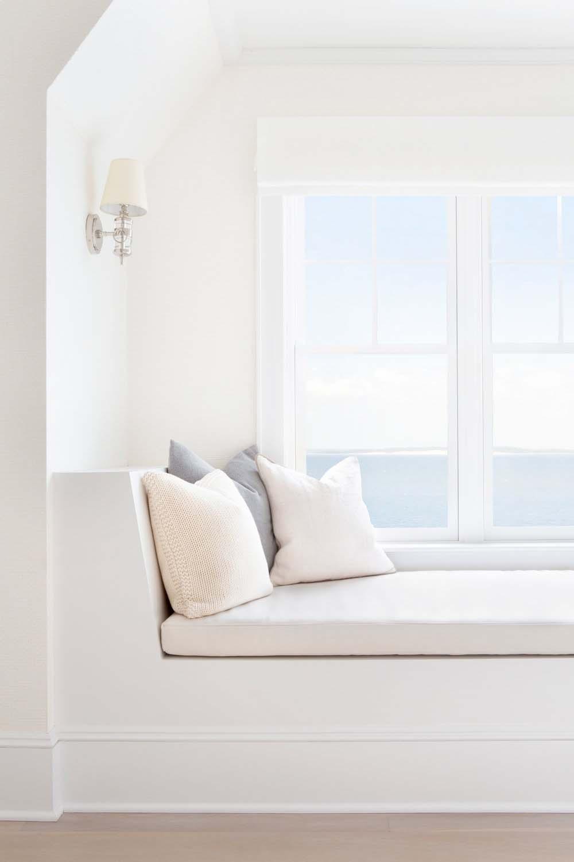 banquette-fenêtre-chambre-chambre-style-plage-au bord de l'eau
