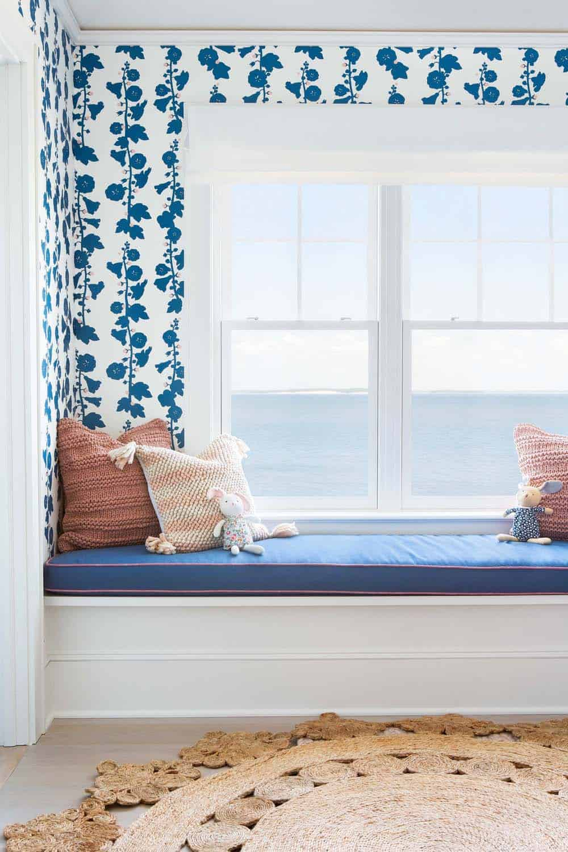 front de mer-plage-style-chambre-enfants-fenêtre-siège