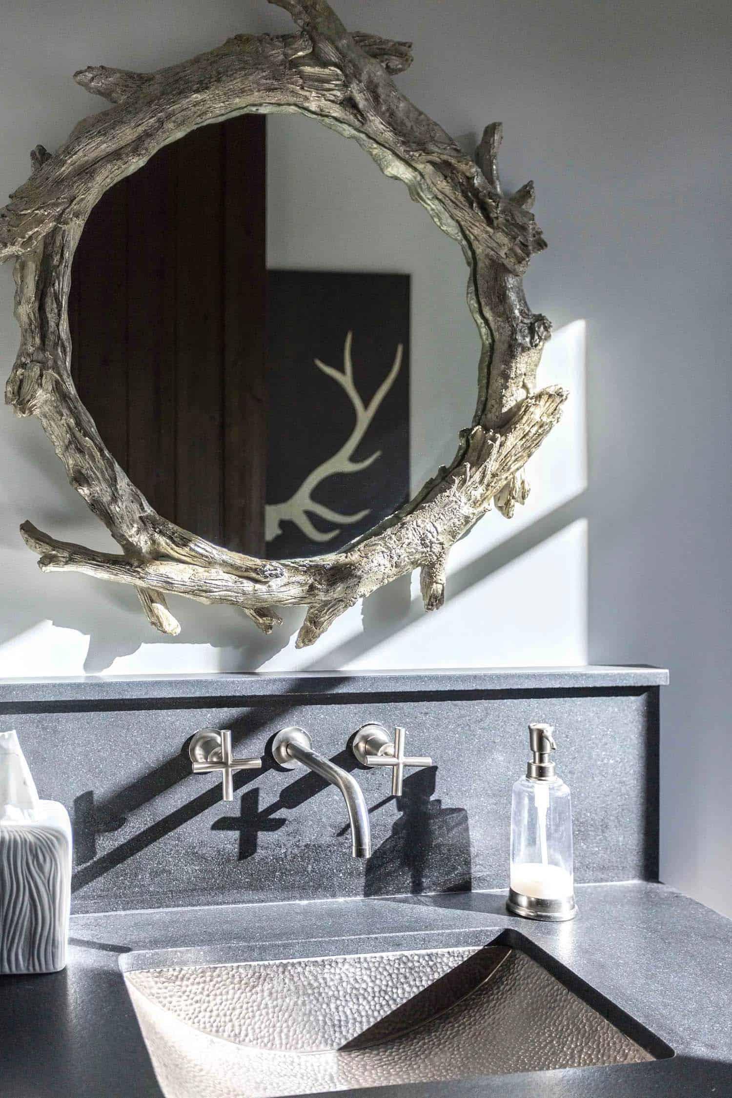 salle-de-bain-en-poudre-rustique-contemporain