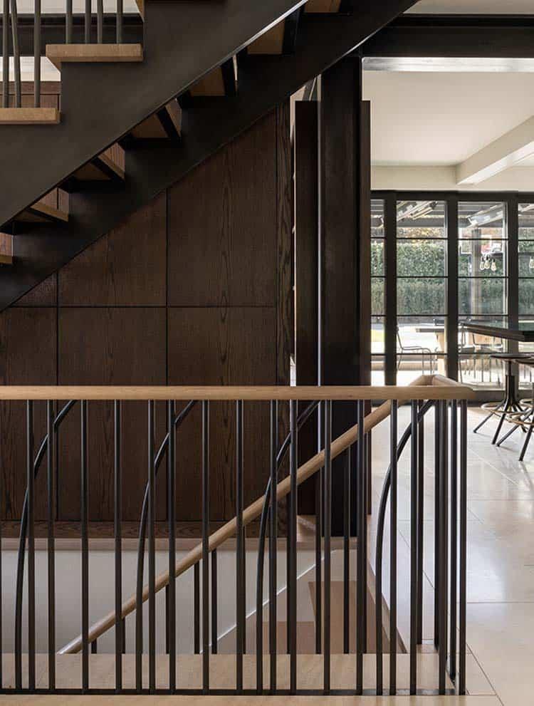 escalier-maison-moderne-tudor