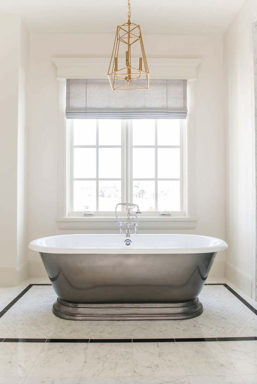 salle-de-bain-de-style-de-plage-de-cottage-européen