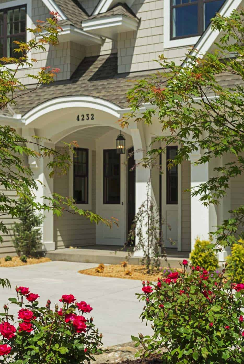 midwest-home-luxury-tour-beach-style-entry