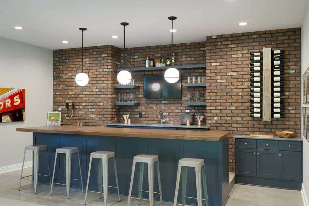 midwest-home-luxury-tour-beach-style-home-bar