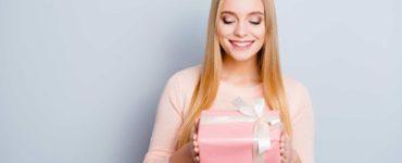 Приятное близкому человеку: что подарить девушке