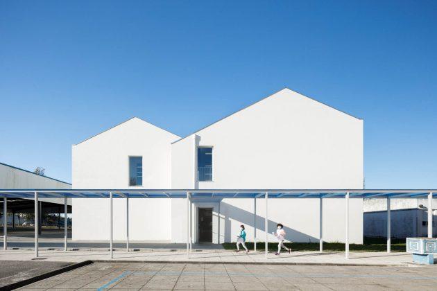 L'école primaire colorée San Bernardo par ARTE Tectonica à Aveiro, Portugal