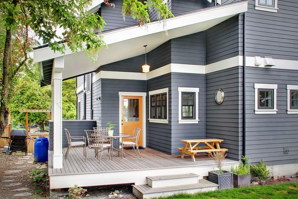 La terrasse attenante à la maison peut transformer l'aspect architectural du bâtiment