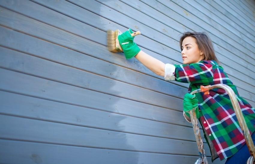 La peinture d'une façade en bois ne doit être réalisée que par temps sec.