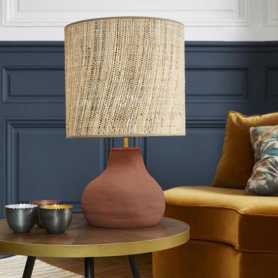 Une lampe en raphia pour illuminer votre déco en douceur