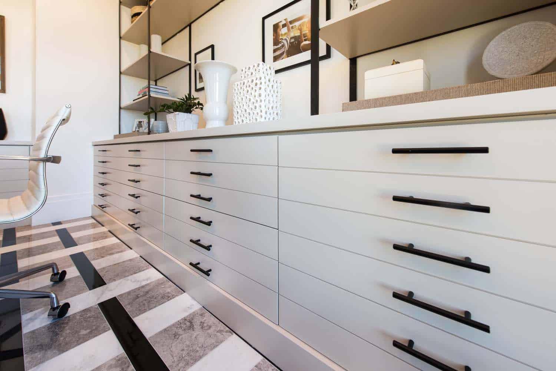 détail-armoire-de-bureau-de-maison-de-transition