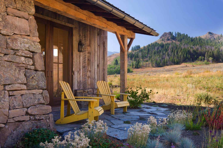 lodge-familial-rustique-grange-reclaimed-patio