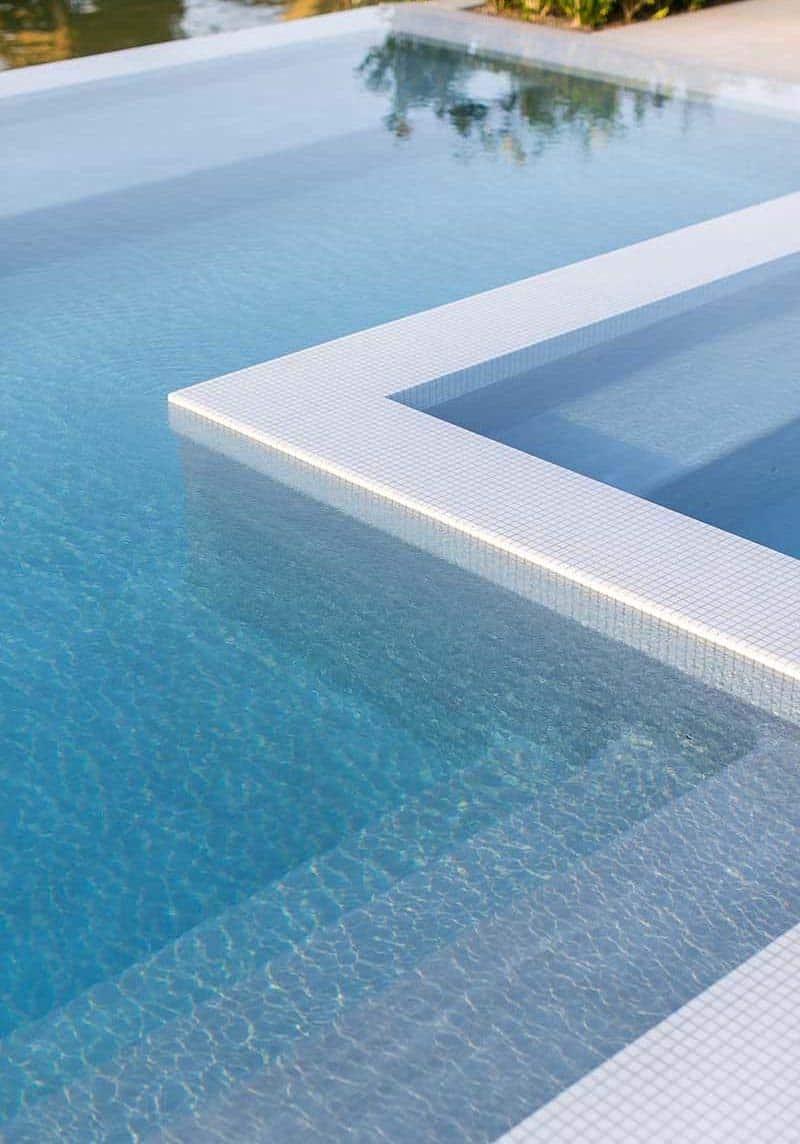 maison-de-plage-moderne-style-plage-piscine-exterieure
