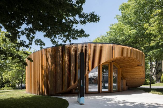 Point d'information touristique Alto Tamega par AND-RE Arquitectura à Chaves, Portugal