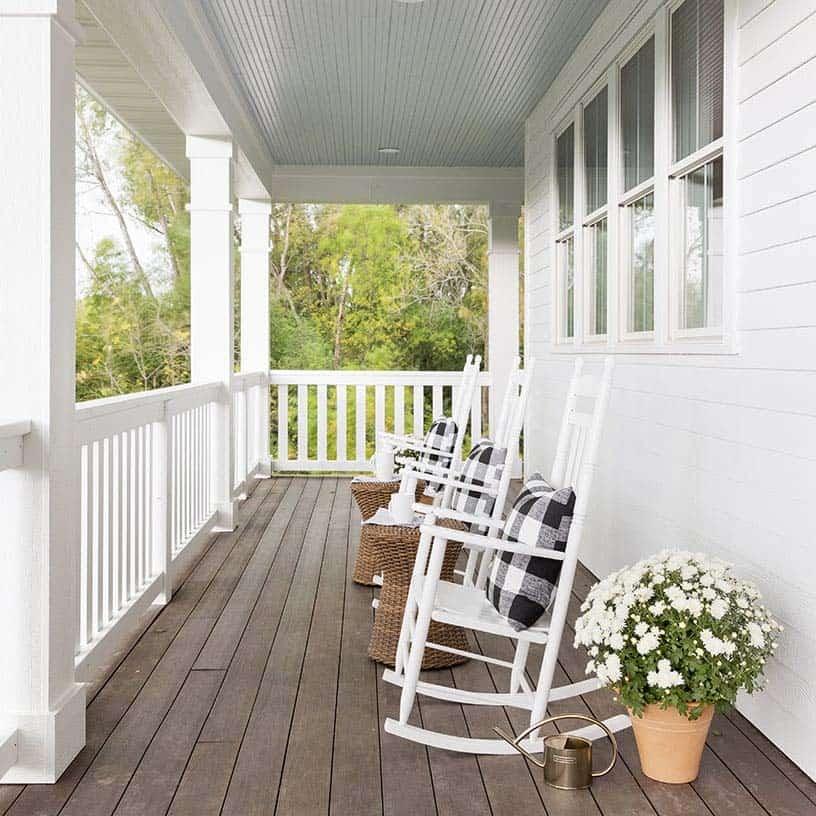 porche-de-maison-style-ferme