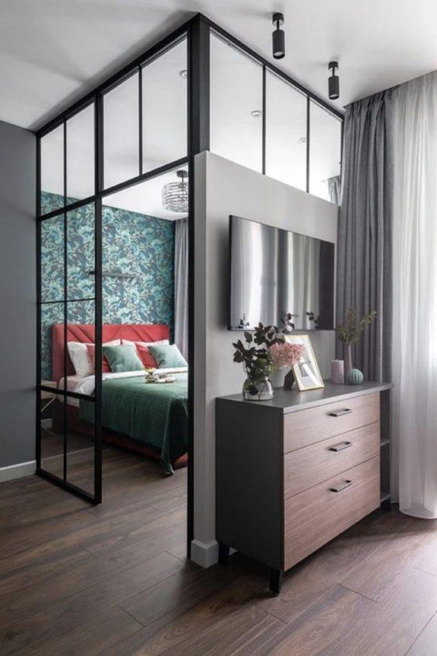 Un toit en verre moderne dans la chambre comme idée de décoration