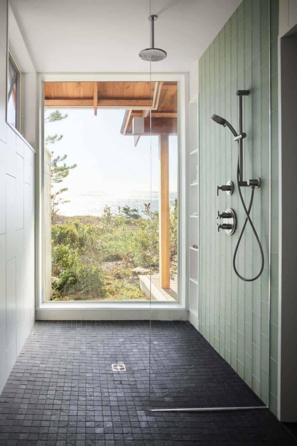 salle-de-bain-de-retraite-côtière-modernisée-ferme